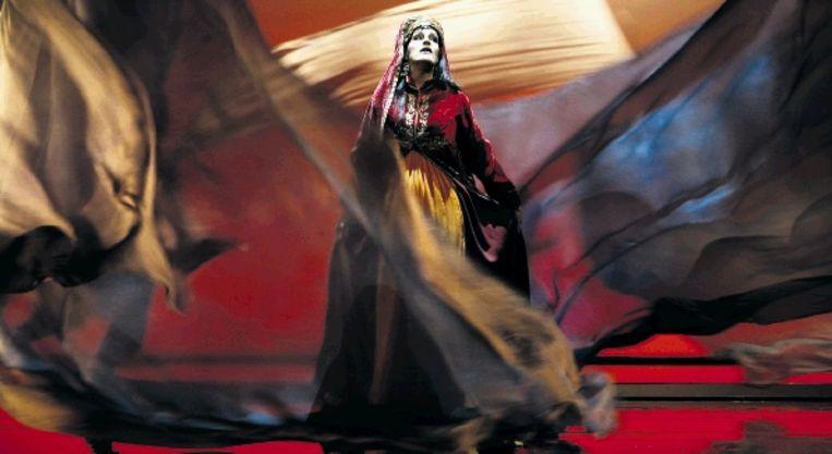 Rachel Harnisch als Clémence in 'L'Amour de loin' in Antwerpen. (FOTO ANNEMIE AUGUSTIJNS) Beeld