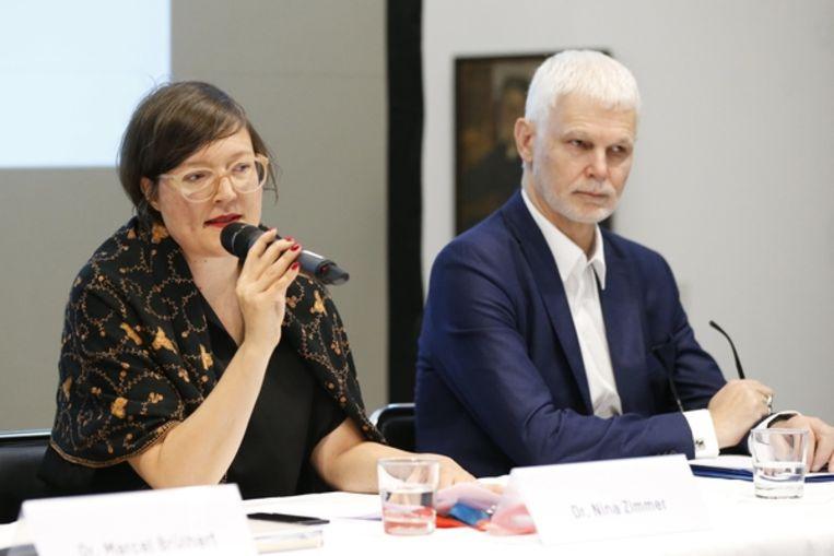 Nina Zimmer (links), directeur van Kunstmuseum Bern naast Rein Wolfs directeur van de Bundeskunsthalle in Bonn. Beeld EPA