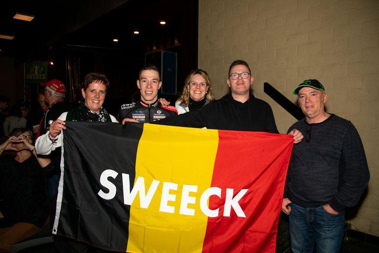 Kersvers Belgisch kampioen Laurens Sweeck werd door zijn supporters onthaald als een held.