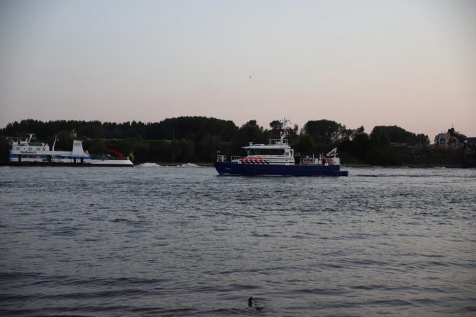 Zoekactie op de Waal bij Ochten naar de drenkeling woensdagavond.