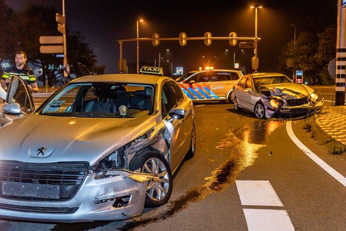 Aanrijding taxi en auto in Tilburg.