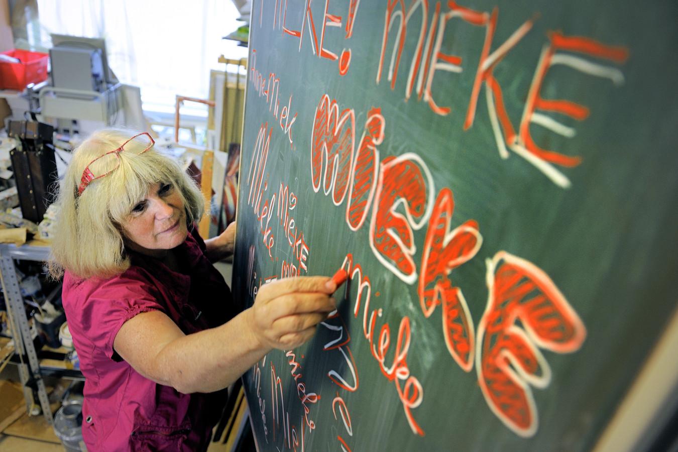 Voor een bijzonder project in 2013 zocht beeldend kunstenares Mieke van Zundert zoveel mogelijk 'Miekes' bij elkaar