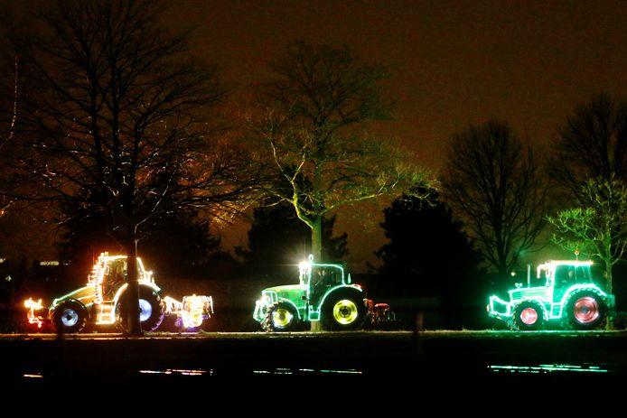 'Tractors By Night' staat al jaren garant voor een verlichte sliert tractoren door de gemeente Drimmelen. Deze winter zijn ze echter niet te zien. Het evenement is afgeblazen.