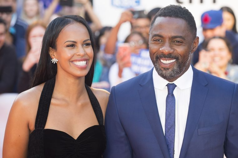 Idris Elba (rechts) en Sabrina Dhowre.