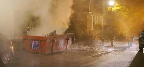 Containerbrandje hult straat in Bunschoten in dikke rook