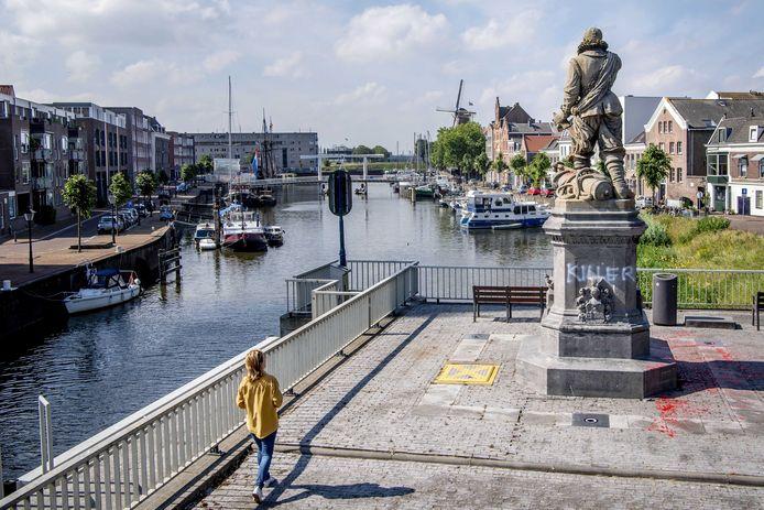 Het beeld van Piet Hein in Rotterdam.