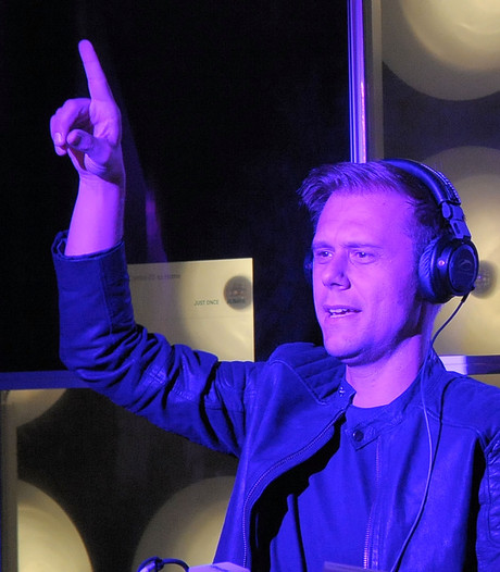 Armin verzorgt openingsact The Voice