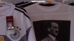 Toeristen geschokt: Spaanse winkel verkoopt Hitler-shirt