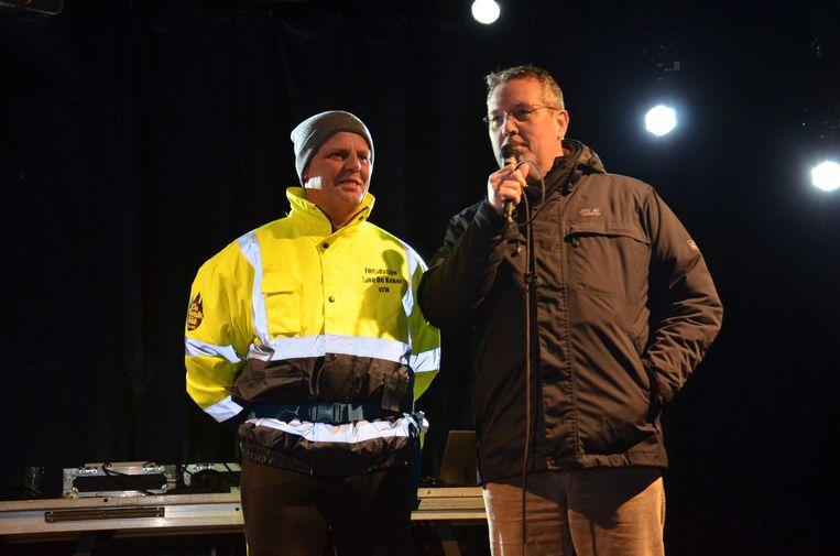 Pascal Carael steekt Ninovieter Serge Van Lierde een hart onder de riem, die 48 uur stapt voor het goede doel Foundation Jana De Koker.