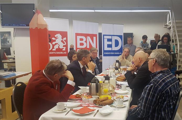 Sybrand Buma in gesprek met lezers op de redactie van het ED in Eindhoven.