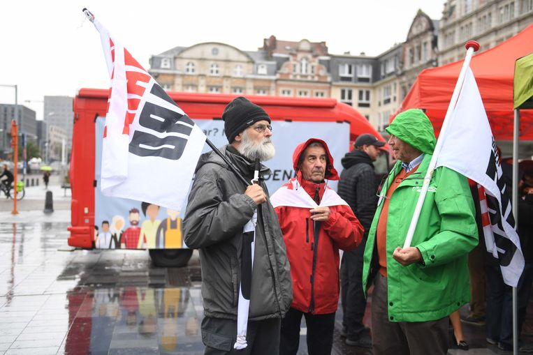 De vakbonden vrezen dat er nog meer maatregelen op komst zijn vanuit de regering.