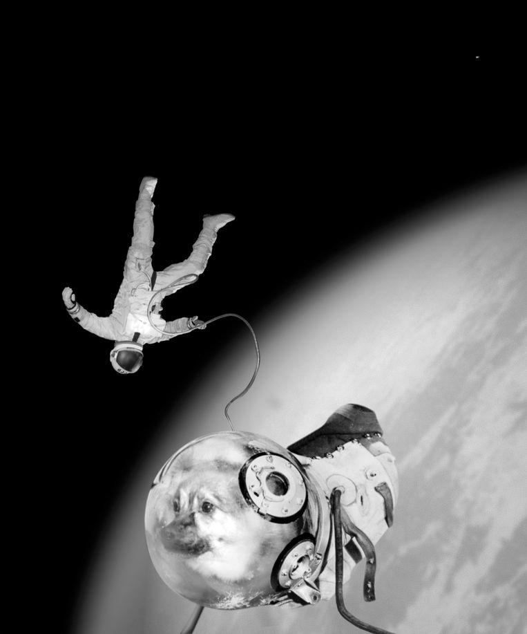 Ivan en Kloka zweven los in de ruimte.  Beeld null