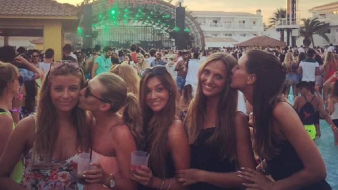 Vriendin De Bruyne en friends genieten op Ibiza van beats Avicii