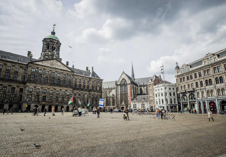 Ook zondag, een dag voor de Nationale Herdenking, was het al rustig op de Dam in Amsterdam.  Beeld ANP