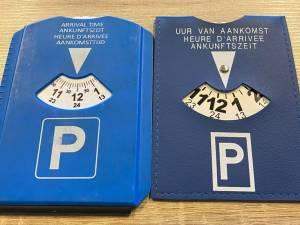 """Il doit payer 25 euros car son disque bleu n'est pas conforme: """"Vérifiez bien le vôtre!"""""""