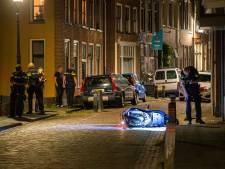 Kogel vliegt buurman om de oren bij schietincident in Kamper binnenstad, politie tast nog in het duister
