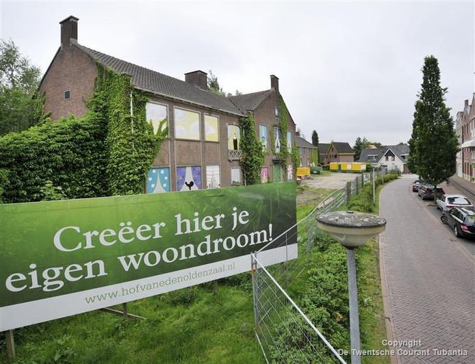 Een meerderheid van de Oldenzaalse raad geeft er de voorkeur aan om de vroegere huishoudschool te slopen en vervangen door 26 nieuwe stadswoningen.