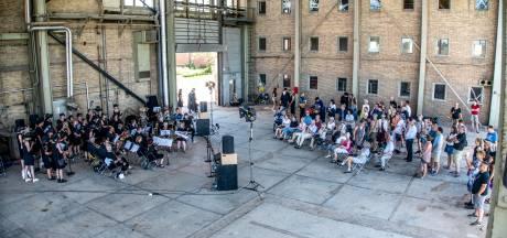 Treurmars en stemmige muziek: zuid zegt IJsselcentrale vaarwel