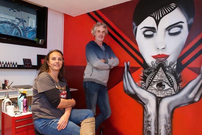 Astrid Aries en Henk Schrier hebben de hoofdprijs gewonnen van het tv-programma House Rules van Net5.