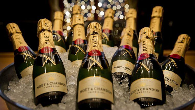 De nagemaakte champagneflessen van Moët & Chandon zouden zo'n 350 duizend euro hebben opgeleverd. Beeld anp
