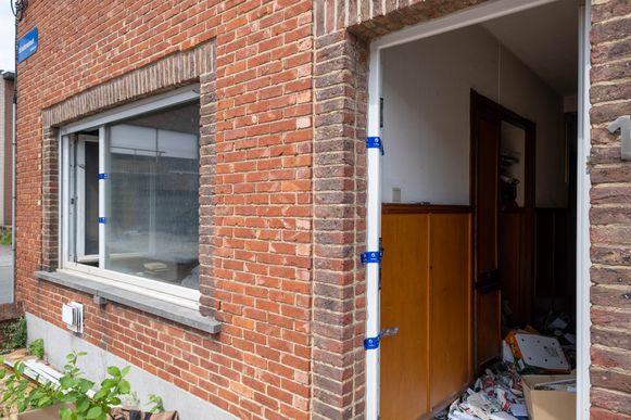 De woning op de hoek van de Elf Novemberstraat en de Schuttersstraat in Mechelen waar brand werd gesticht