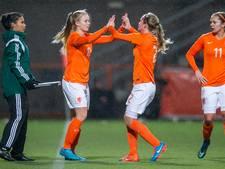 Voetbalsters Oranje oefenen op De Vijverberg