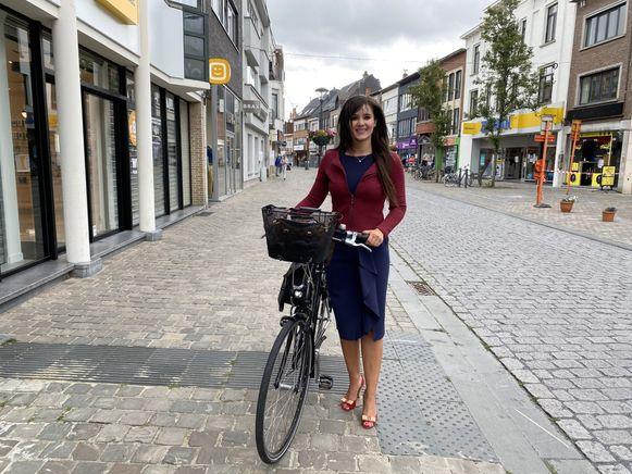 Yoleen Van Camp trekt steeds vaker met de fiets op pad doorheen Herentals. Zij vroeg de cijfers over de speed pedelecs op bij federaal mobiliteitsminister François Bellot (MR).