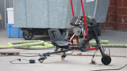 Elektrische gocart vat vuur in loods waar ook vuurwerk opgeslagen ligt