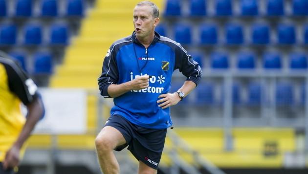 Adri Bogers als assistent trainer bij NAC Breda.