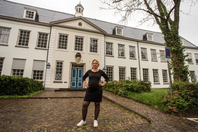 Wethouder Annelies de Jonge ging tegenover de gemeenteraad diep door het stof na het bespreken van het rekenkameronderzoek.