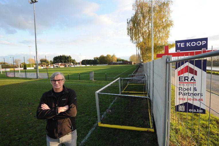 Voorzitter Dirk Christiaens aan de voetbalvelden van FC Eendracht.