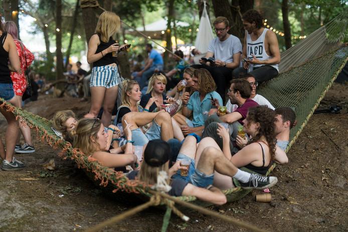 Kost schommelen te veel energie? Dan kon je in de Secret Garden ook kiezen voor een plekje op een van de hangmatten.