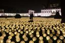 Ruim 24.000 lampionnen, branden in de vorm van een groot hart voor het KWF, voor Paleis Soestdijk in Baarn.