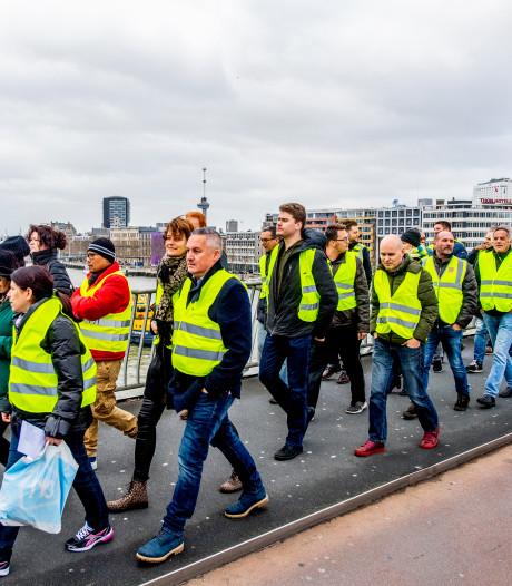Gele hesjes gaan definitief wekelijks demonstreren op Erasmusbrug