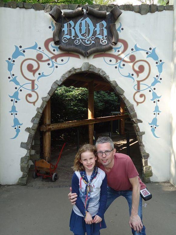 Gert-Jan met zijn jongste dochter in de Efteling.