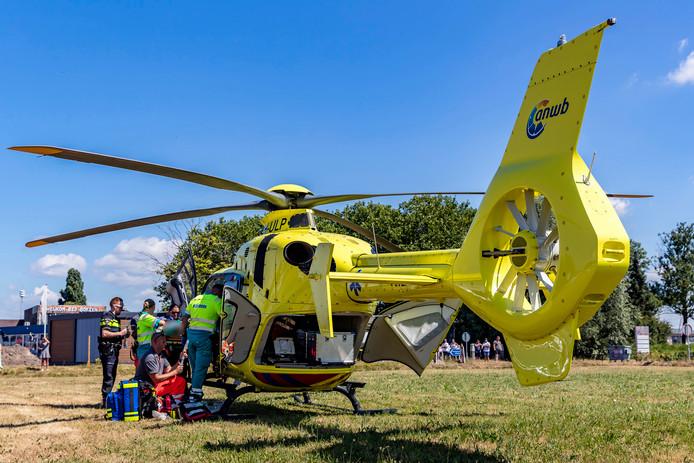 Traumahelikopter landt in jachthaven Drimmelen.