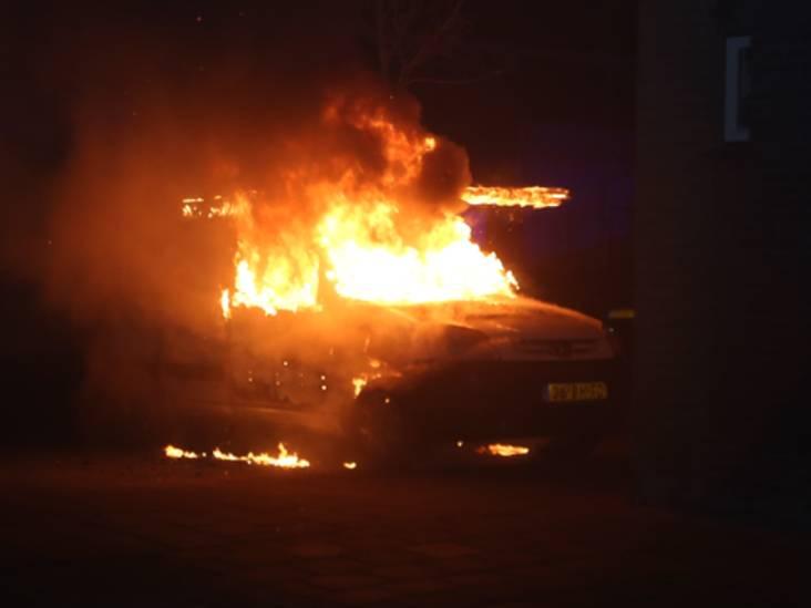 Meerdere auto's in brand gestoken vlak na elkaar in Den Bosch