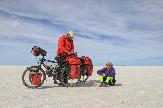 Pim Schnitker en Ellen van Eijzeren uit Lieshout op wereldfietsreis.