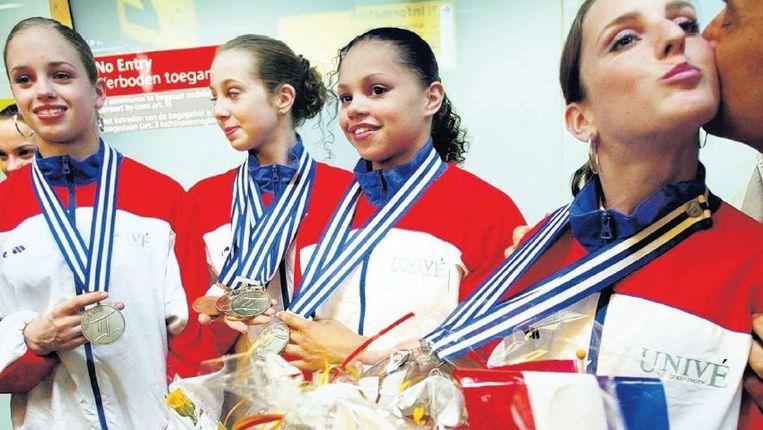 Vlnr Suzanne Harmes, Verona van de Leur, Gabriëlla Wammes en Renske Endel in 2002. Op de EK wonnen ze een zilveren medaille in de teamcompetitie. Maar daar waren wel tranen voor nodig. Beeld foto juan vrijdag, anp