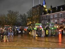 Groepje boze boeren weer vertrokken van Buitenhof, podium bij Koekamp wordt opgebouwd