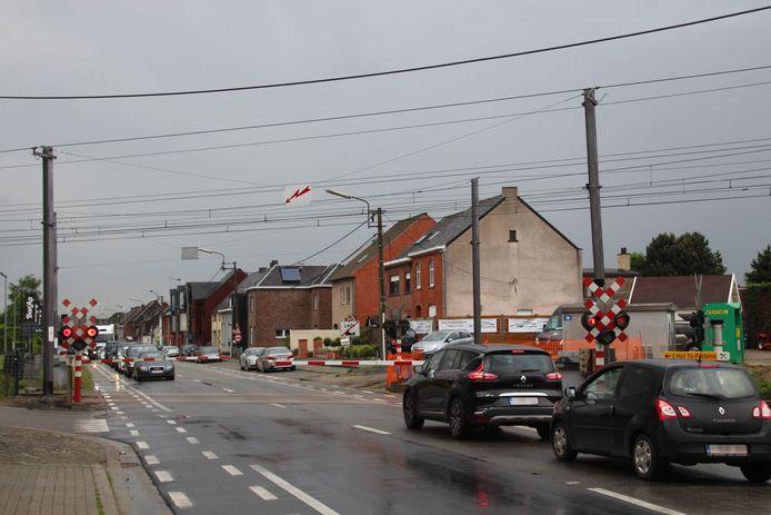 De spooroverweg langs de Wichelsesteenweg in Lede wordt enkele dagen afgesloten.
