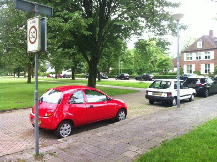 In onder meer de Wagnerlaan zou het 'vreemd-parkeren' aangepakt worden.