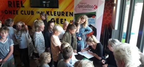 Jackie Groenen komt naar 'haar' VV Riel voor kinderboek over voetbalavonturen