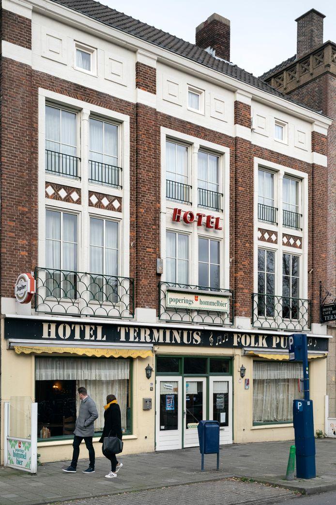 Het voormalige hotel Terminus bij het station waar daklozen opgevangen worden.