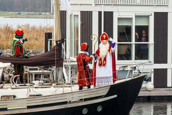 Sinterklaas arriveert in Bunschoten.