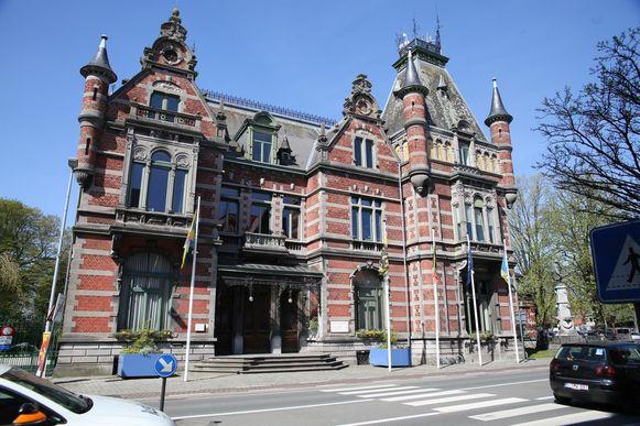 Het gemeentehuis wordt ook 'het Kasteel' genoemd.