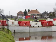 Tegenslag bij aanleg nieuwe brug over de Weezebeek bij rotonde