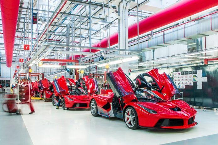 Ferrari's sportwagenfabriek in Maranello is in ieder geval tot eind van de maand compleet gesloten.
