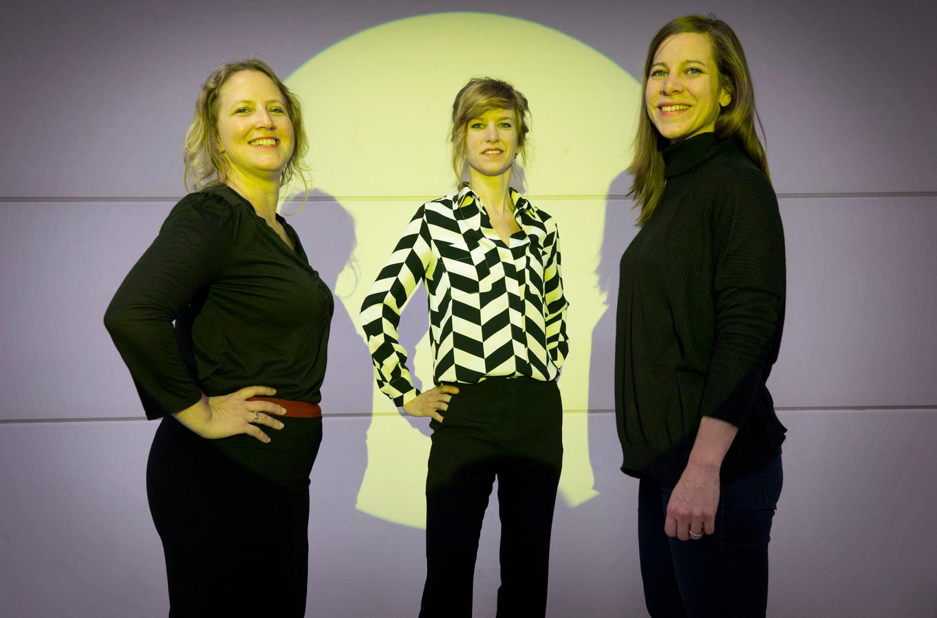 Debbie van Berkel, Jojanneke Postma en Cathalijne Postma van Kunstenaarscollectief Kasboek gaan op zoek naar Roosendaalse helden. Foto: Joyce van Belkom/Pix4Profs