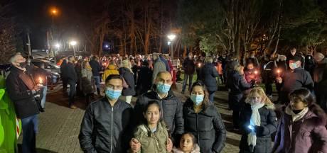 Ruim 300 mensen houden stil protest tegen overplaatsing Irakees gezin uit azc